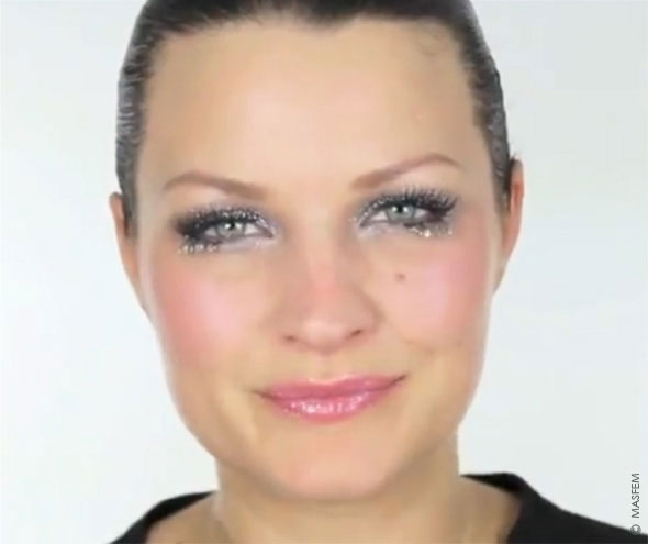 Новогодний макияж с блестками